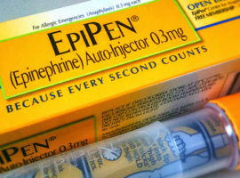 FDA вносит EpiPen в перечень дефицитных препаратов