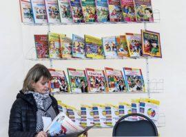 Одного из крупнейших издателей учебников выставили на продажу